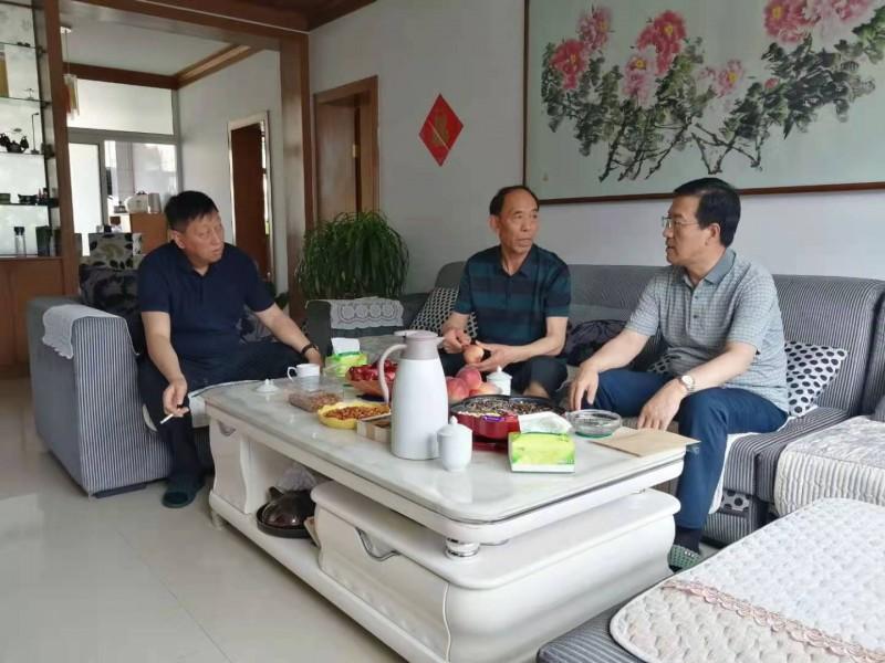 太统崆峒山管护中心走访慰问困难党员老党员