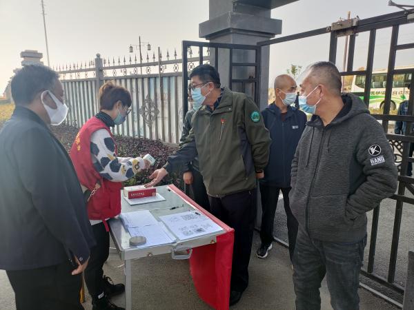 兴隆山管护中心疫情联防联控领导小组检查疫情防控工作走访慰问一线工作人员
